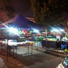 Photo taken at Gerai Bawah Pokok S2 by Mohd Saiful A. on 1/20/2012