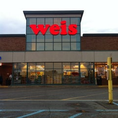 Photo taken at Weis Markets by Tyrone B. on 9/15/2011