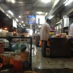 Photo taken at 香城海鲜餐室 by Sophia on 7/14/2012