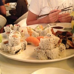 Photo taken at Friends Sushi by Asker495 on 8/19/2012