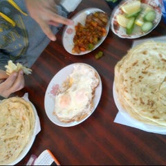 Photo taken at مطعم الشاطئ الفضي - الزور by Abdulaziz A. on 2/23/2012