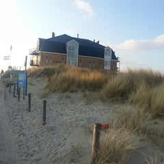 Photo taken at Strandhotel en Restaurant Noordzee by Jose H. on 3/31/2013