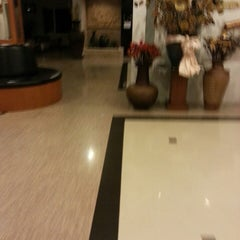 Photo taken at โรงแรมธนินทร กรีน ปาร์ค by ตายไปแล้ว ส. on 5/17/2014