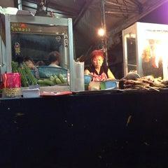 Photo taken at ร้านป้ายม(เจ้าเก่า) (ส้มตํามหาลาภ) by Cha_ahC i. on 5/10/2014