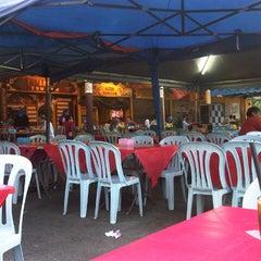 Photo taken at Awe Tomyam & Seafood by Endes M. on 3/7/2013