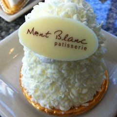 Photo taken at Mont Blanc (มองบลังค์) by Kittiphat P. on 12/10/2012