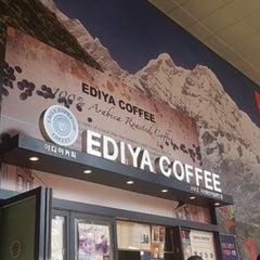 Photo taken at EDIYA COFFEE by Marine K. on 10/26/2012