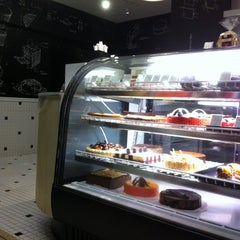 Photo taken at La Balance Pâtisserie by Leonardo R. on 11/26/2012