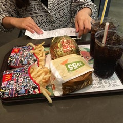 Photo taken at 맥도날드 (McDonald's) by Donghyun K. on 8/7/2014