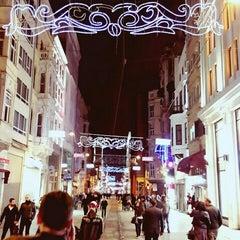 Photo taken at İstiklal Caddesi by Özcan T. on 11/29/2015