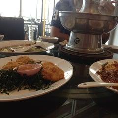 Photo taken at ทวีชัยโภชนา (Thaveechai Restaurant) by MewScenez D. on 5/25/2014