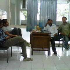 Photo taken at Klinik Hewan Kuningan FKH UGM by Indra D. on 2/7/2013