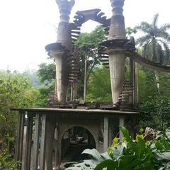 Photo taken at Jardin Edward James Xilitla by Denisse T. on 5/11/2013