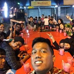 Photo taken at Medan Selera Perhentian Bas Bentayan by Farah D. on 8/27/2015