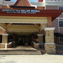Photo taken at Jabatan Imigresen Malaysia - Melaka by Zyra I. on 1/30/2015
