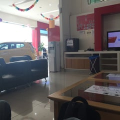 Photo taken at Perodua Sales & Service Centre Glenmarie by Mohamad Firdaus A. on 10/13/2015