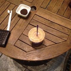 Photo taken at The Coffee Bean & Tea Leaf by Jason Jun K. on 5/28/2014