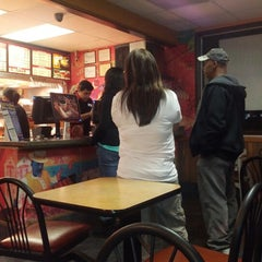 Photo taken at Popeye's Louisiana Kitchen by Kevin H. on 12/4/2012