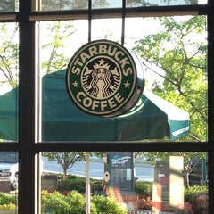 Photo taken at Starbucks by Ray K. on 8/20/2014