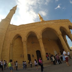 Photo taken at Mohammed Al-Amin Mosque by Firat A. on 10/4/2014