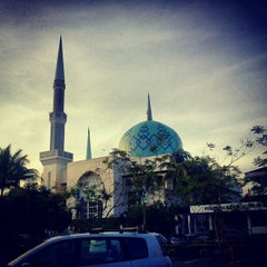 Photo taken at Masjid Sultan Ismail by Mkn A. on 10/22/2012