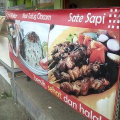 Photo taken at Jalaprang Street Food Court by Deddy N. on 12/4/2012