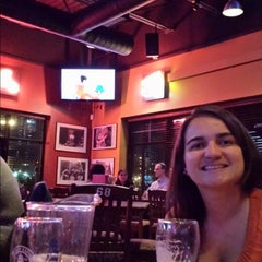 Photo taken at Boston Pizza by Javier G. on 9/26/2013