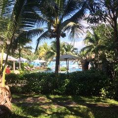 Photo taken at Muang Samui Vilas & Suites, Choegmon Beach by Ivan D. on 1/9/2015