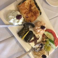 Photo taken at Taverna Cretekou by Pauline L. on 11/21/2015