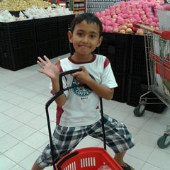 Photo taken at Carrefour by qhomier on 5/11/2014