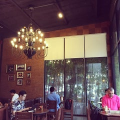 Photo taken at Wawee Coffee (กาแฟวาวี) by Kyle Kyoung-Hoon K. on 6/14/2015