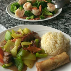 Photo taken at August Moon Asian Grill by Daybreak L. on 8/18/2014