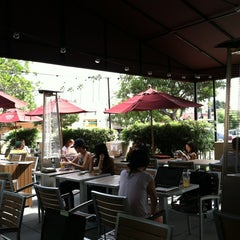 Photo taken at The Coffee Bean & Tea Leaf® by Natalia C. on 10/6/2012