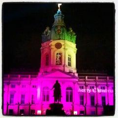 Das Foto wurde bei Schloss Charlottenburg von Jacqui M. am 11/30/2012 aufgenommen