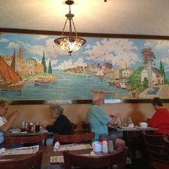 Photo taken at Mama's Italian Restaurant by Greg R. on 11/26/2012