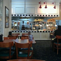 Photo taken at Golden Corral by Lynn Y. on 2/11/2013
