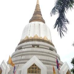 Photo taken at พระบรมสารีริกธาตุ วัดพระศรีมหาธาติ by Tao K. on 11/12/2012