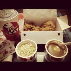 Photo taken at KFC by Vịt Quay B. on 10/27/2012