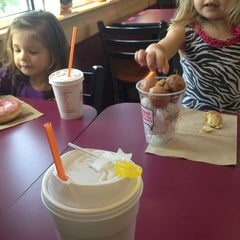 Photo taken at Dunkin' Donuts by Stacy W. on 9/1/2013