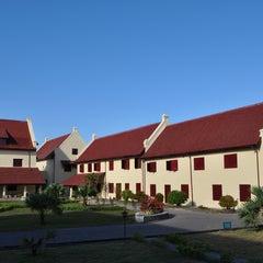 Photo taken at Fort Rotterdam (Benteng Ujung Pandang) by Randika on 7/17/2013