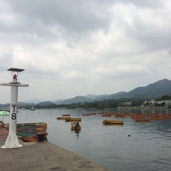 Photo taken at Tai Mei Tuk Water Sports Centre 大美督水上活動中心 by Harry C. on 4/12/2015