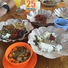 Photo taken at Babi Guling Ibu Oka 2 by Liw S. on 10/5/2015