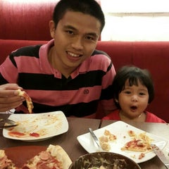 Photo taken at Pizza Hut by Dian R. on 7/19/2015