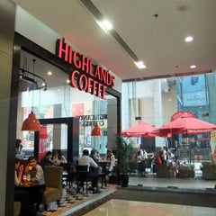 Photo taken at Highlands Coffee by 5 B. on 7/24/2015