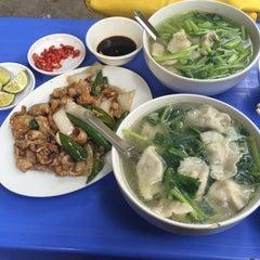 Photo taken at 东北饺子王 (Sủi Cảo Đệ Nhất Đông Bắc) by 5 B. on 6/8/2015