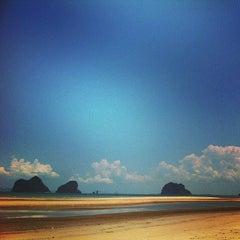 Photo taken at หาดราชมงคลตรัง by Au S. on 4/9/2014