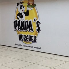 Photo taken at Panda's Burguer by Sérgio M. on 11/28/2012