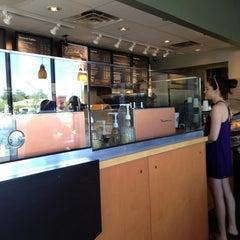 Photo taken at Starbucks by Yxes 💋🍂🍁 ☕. on 4/6/2013