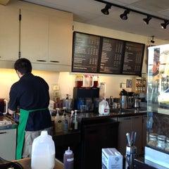 Photo taken at Starbucks by Yxes 💋🍂🍁 ☕. on 10/28/2012