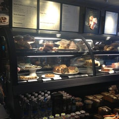 Photo taken at Starbucks by Yxes 💋🍂🍁 ☕. on 6/18/2013